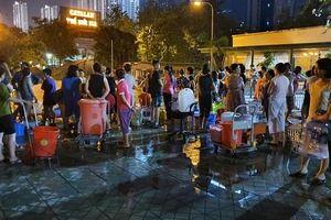 Người dân Hà Nội gọi hơn 2.000 cuộc điện thoại khẩn xin cấp nước sạch