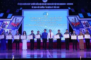 Trao Giải thưởng '15 tháng 10' cho thanh niên Việt Nam tiêu biểu