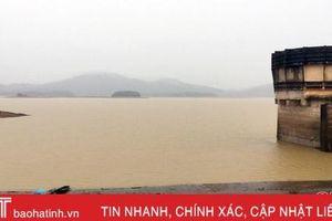 Đại Thủy nông Hồ Kẻ Gỗ vẫn đang 'đón' nước, hồ Bộc Nguyên tiếp tục xả tràn trong 3 ngày nữa