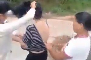 Xôn xao màn đánh ghen: Cô gái bị cắt tóc, lột đồ giữa đường xong đối tượng còn theo về tận nhà nhiếc móc