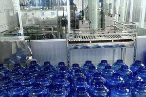 Dân Thủ đô 'khát' nước sạch, bộ Công Thương hỏa tốc yêu cầu ngăn chặn tăng giá nước đóng bình