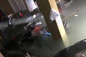Người dân xót xa khi hàng trăm xe máy nổi 'lềnh bềnh' trong nước sau mưa lớn