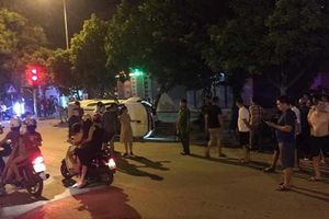Hé lộ nguyên nhân ô tô bán tải rồ ga tông chết người đi xe máy đang dừng đèn đỏ ở Thanh Hóa