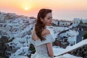Nhờ 'Du lịch toàn thế giới', Địch Lệ Nhiệt Ba hoàn thành ước nguyện mặc váy cưới ở Santorini