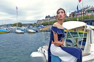 Người mẫu Trang Phạm diện áo dài trên du thuyền sang trọng ở Thụy Sĩ