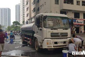 Nước sạch miễn phí cho dân Hà Nội có mùi: Tài xế không vệ sinh bồn chứa