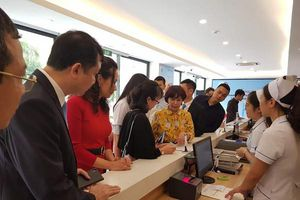 Bệnh viện công đầu tiên của Hà Nội triển khai thanh toán viện phí bằng thẻ