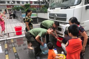 Hà Nội: Điều chỉnh nguồn cấp nước, giám sát đến cùng việc khắc phục sự cố nước sạch sông Đà