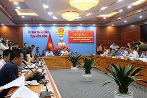 Hòa Bình họp báo vụ ô nhiễm nước sạch sông Đà
