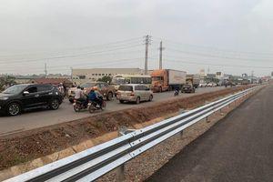 Mở lối phân làn khi cháy xe tại cao tốc Bắc Giang - Lạng Sơn