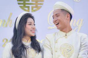 Quế Ngọc Hải, Bùi Tiến Dũng ngọt ngào bên vợ con khi vừa về Việt Nam