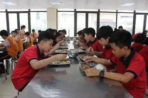 Quận Thanh Xuân: Trường học nấu ăn bằng nước tinh khiết