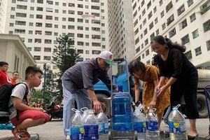 Dân Hà Nội tổn hại sức khỏe, thời gian, tiền bạc vì nước máy ô nhiễm, ai sẽ đền bù?