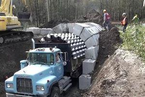 Xe tải xây 400 m đường hầm một ngày