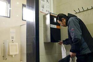Toilet công cộng ở thành phố này sẽ tự báo động nếu ngồi quá 15 phút