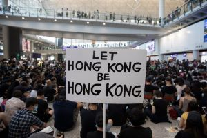 Dự luật mới của Mỹ về Hồng Kông phủ bóng đen lên thị trường hàng hóa