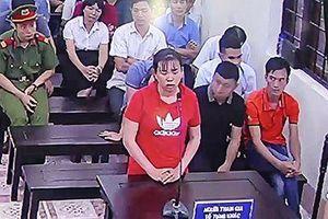 Xét xử gian lận thi cử ở Hà Giang: Làm rõ chi tiết con lợn nhựa chứa thẻ nhớ