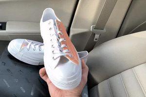 Giày Converse đổi màu cầu vồng dưới ánh nắng có giá 2,5 triệu đồng