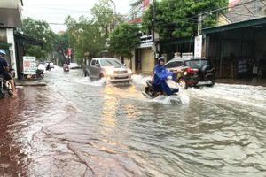 3 người chết, hơn 600 nhà dân vẫn ngập sâu do mưa lớn ở miền Trung