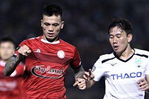 Tuyển thủ Việt Nam tạo ra 3 quả phạt đền trong trận đấu