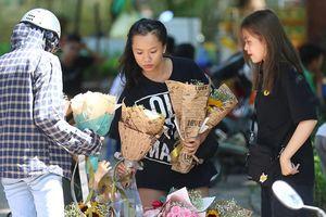 Nhộn nhịp thị trường hoa, quà tặng ngày 20-10