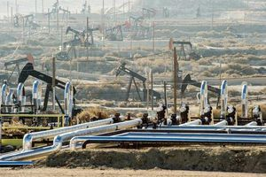Giá xăng dầu hôm nay 19/10 quay đầu giảm nhẹ