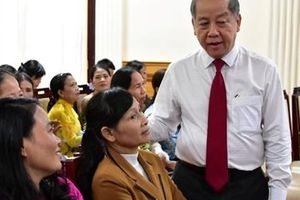 Chủ tịch tỉnh lắng nghe 'nỗi lòng' của nữ công nhân môi trường