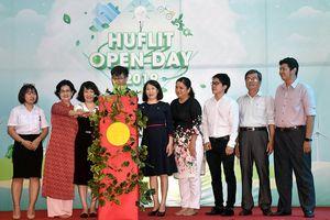 HUFLIT: Kêu gọi chung tay bảo vệ môi trường, giảm rác thải nhựa