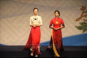 Tưng bừng 'Ngày hội doanh nhân - Lễ hội áo dài' tại Hàn Quốc