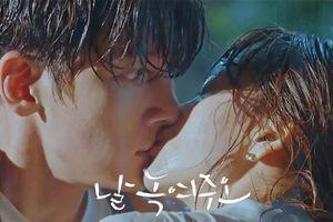 Phim 'Melting Me Softly' tập 7: Won Jin Ah chủ động cưỡng hôn Ji Chang Wook, bắt đầu quan hệ yêu đương?
