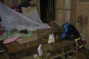 Đá lở rơi vào nhà dân lúc nửa đêm đè học sinh lớp 6 tử vong
