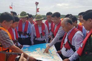 TP. Hồ Chí Minh: Bơm 150 tấn dầu ra khỏi tàu 8.000 tấn bị chìm trên sông Lòng Tàu