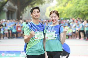 Thái và Trà 'tiểu tam' của Hoa hồng trên ngực trái chạy ủng hộ trẻ em