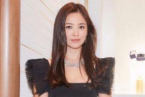 Song Hye Kyo bị chỉ trích nói dối, hai mặt khi không hủy sự kiện