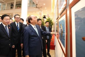 Thủ tướng Nguyễn Xuân Phúc dự khai mạc triển lãm 'Khoảnh khắc thiên nhiên'