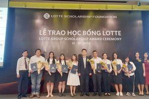54 sinh viên xuất sắc nhận Học bổng LOTTE 'Chắp cánh ước mơ'