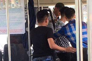 Phẫn nộ, 4 người đàn ông đánh nữ phụ xe buýt chỉ vì bị nhắc nhở... trật tự