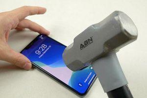 'Tra tấn' iPhone 11 Pro bằng dao, búa và cái kết