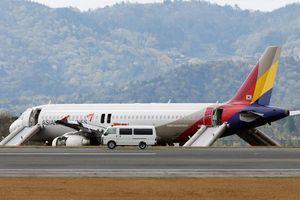 Động cơ máy bay bất ngờ bốc cháy khi nạp nhiên liệu ở sân bay
