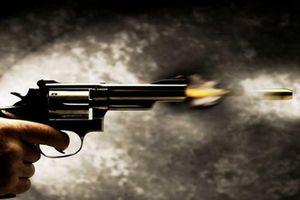 Mâu thuẫn với chủ quán ăn, người đàn ông nổ súng khủng bố kẻ thù