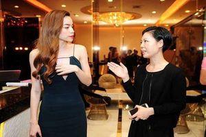 Sao Việt đua nhau khoe vòng 1 với váy áo khoét sâu 'bất tận'