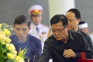 Thầy trò trường cũ sụt sùi, không cầm nổi nước mắt trước sự ra đi của PGS.TS Lê Hải An