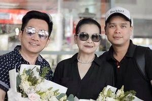 Danh ca Khánh Ly trở về Đà Nẵng trong sự chào đón của người hâm mộ