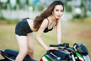 Ngắm hot girl nóng bỏng bên môtô Benelli BN302