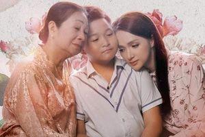 Xem ngay MV 'Mẹ ơi đừng khóc' từ cô trò Hương Giang - Chấn Quốc: Khóe mắt cay xè lúc nào không hay…