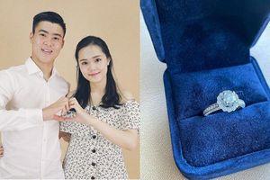 Hotgirl Quỳnh Anh khoe nhẫn kim cương 'siêu khủng', hứa hẹn sẽ sớm về chung một nhà với Duy Mạnh?