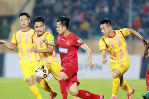 Vừa trụ hạng thành công, cầu thủ Nam Định lại âu lo chuyện hợp đồng
