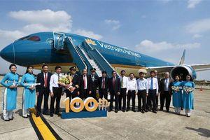 Chào đón chiếc máy bay thứ 100 gia nhập đội bay của Vietnam Airlines