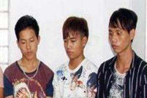 8 thanh niên vác đao, chặn xe cướp tài sản người đi đường