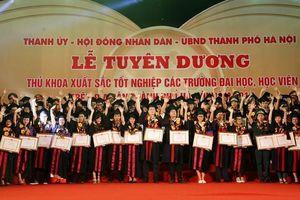 Hà Nội: Vinh danh 86 thủ khoa xuất sắc các trường đại học tại Văn Miếu Quốc Tử Giám